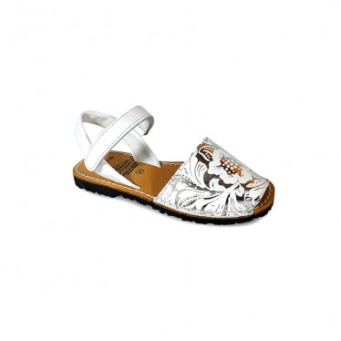 Girl Engraved Leather Menorcan Sandals 205 White, by C. Ortuño