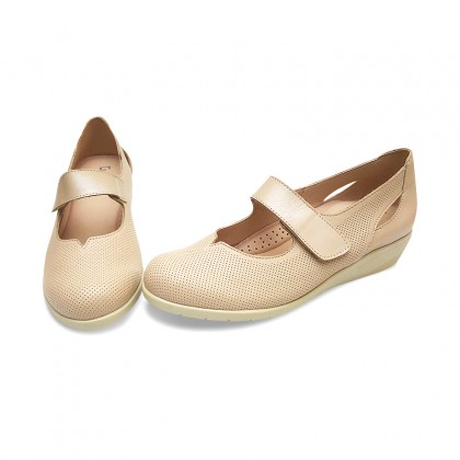 Woman Leather Wedged Mary Janes 71TP Beige, by TuPie