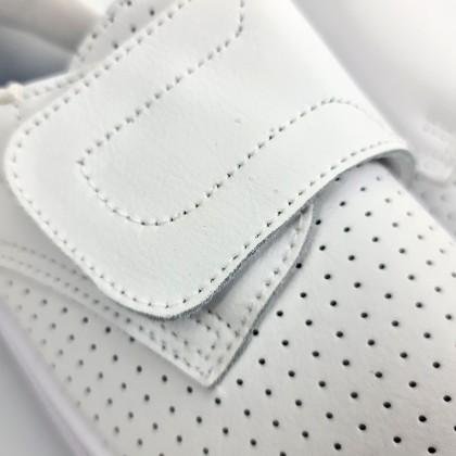 Zuecos Sanitarios Mujer Piel Perforada Cierre Velcro Anatómicos 18793 Blanco, de Percla