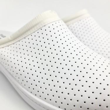 Zuecos Sanitarios Hombre Piel Perforada Destalonados 298 Blanco, de Percla
