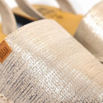 Avarcas Menorquinas Mujer Piel Grabada Metalizada 453 Beige, de C. Ortuño