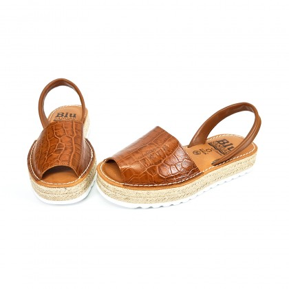Woman Engraved Leather Menorcan Sandals Crocodile Effect Platform 9300 Leather, by C. Ortuño
